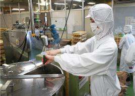 共親製菓工場の様子